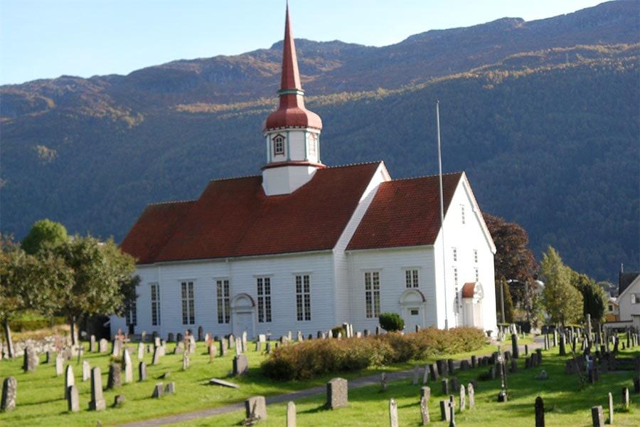Skrivergaarden Eid kommune kirke